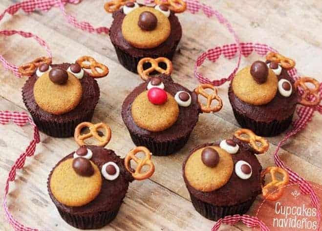 Cupcakes con renos de Papa Noel y chocolate