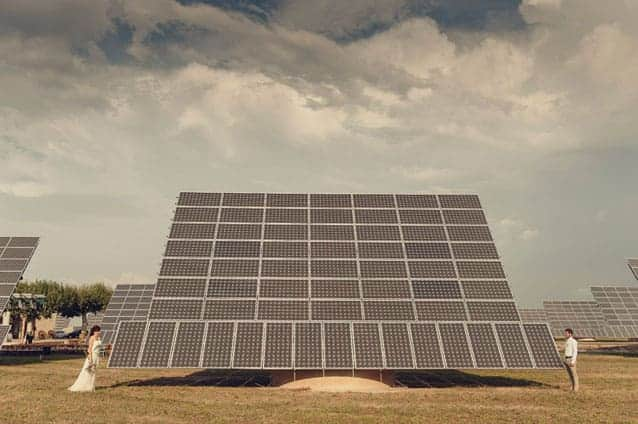 Una celebraci n nica entre placas solares luciasecasa for Montar placas solares en casa