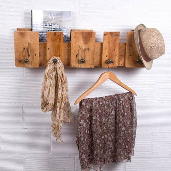 Decora tu casa con madera reciclada luciasecasa - Percheros de pared originales ...