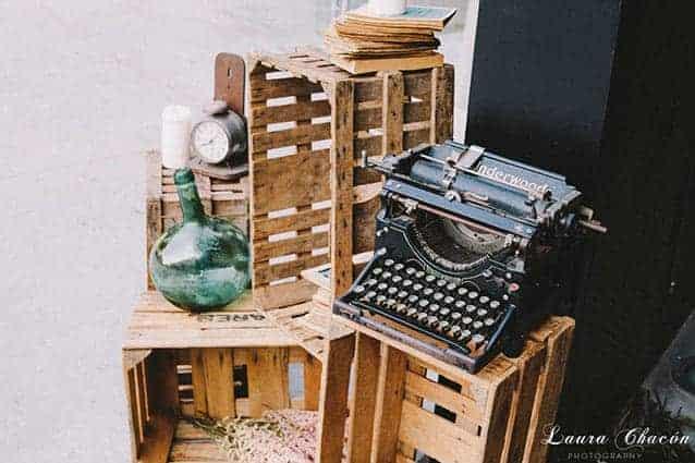pales y cajas de madera boda vintage