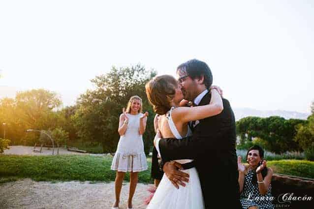 beso novios boda montjuic