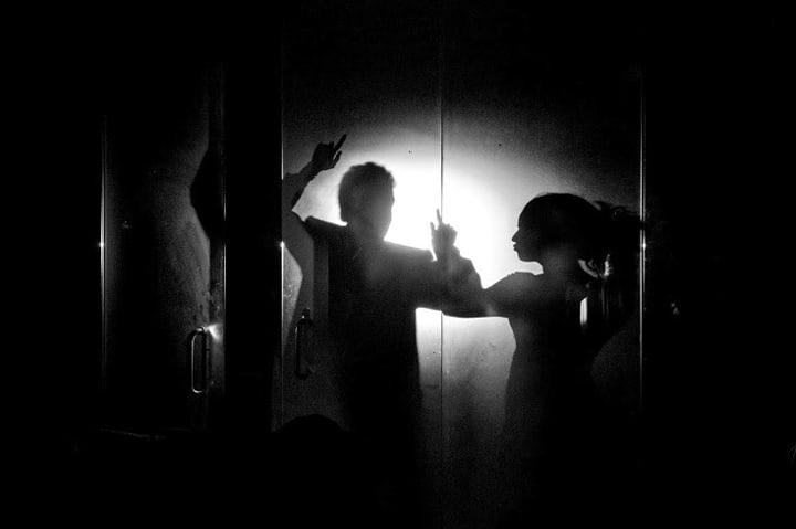 foto blanco y negro novios marbella