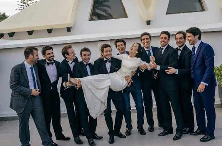 novia con los testigos boda marbella