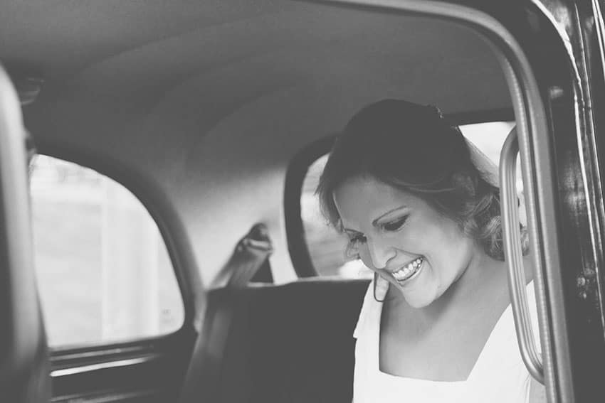 novia coche sonrisa