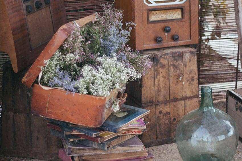 maleta con flores