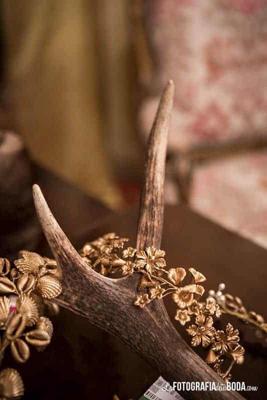 Feria-Love-and-Vintage-bibiana-corona dorada