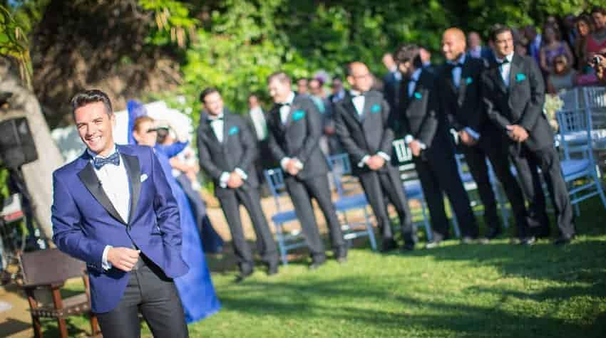novio pajarita y blazer en azul