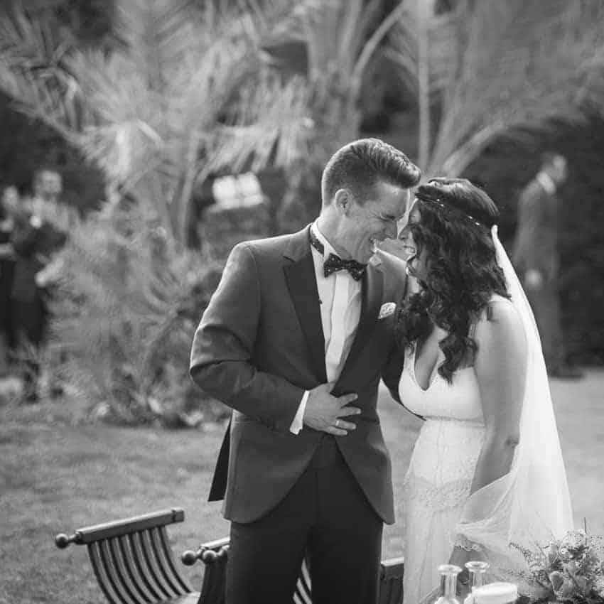 novios risas boda